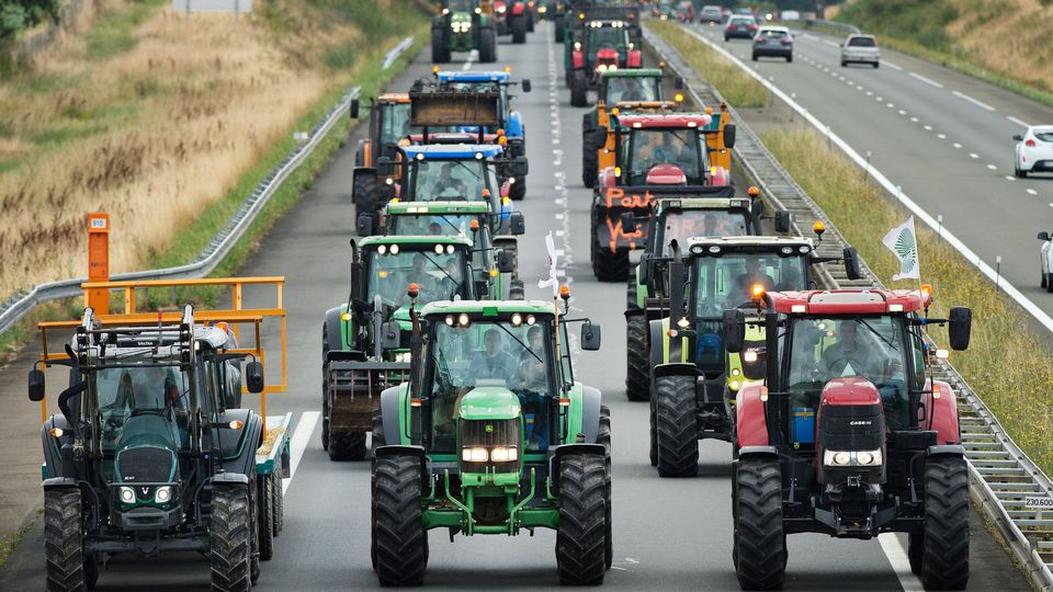 Farmers demonstration near Laval in 2015. afp.com/Jean-Sebastien EVRARD